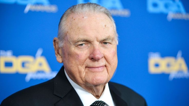 Legendary broadcaster Keith Jackson, who spent some 50 years calling the action in a folksy, down-to-earth manner, has died at the age of 89.