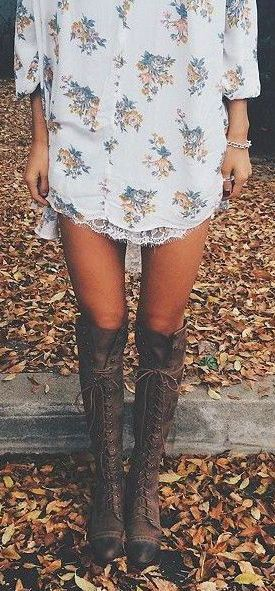 Who doesn't love a great floral print + lace + knee highs?! This is great for warm fall days, especially like the late and warm fall Alaska had in 2016!