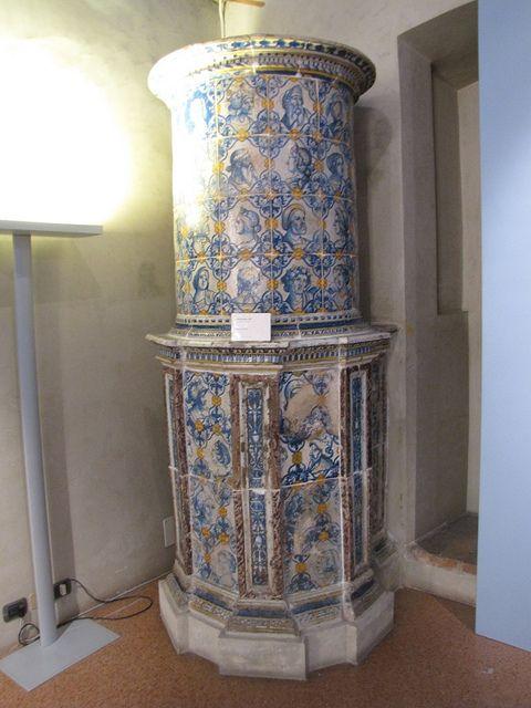 Stufa in maiolica del IV decennale del XVI sec. decorata da Bartholomäus Dill - Trento - Castello del Buon Consiglio