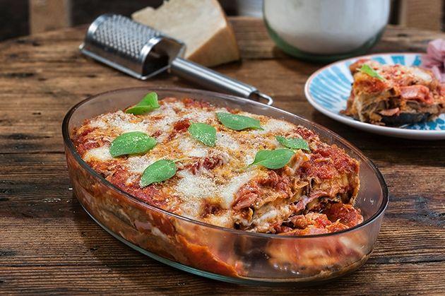 Μελιτζάνες φούρνου με σάλτσα ντομάτας ζαμπόν και τυριά (23.05.16)