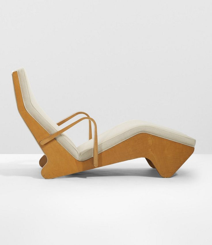 Marcel Breuer; Maple Plywood Chaise Longue by Isokon for Heal & Sons, 1936.