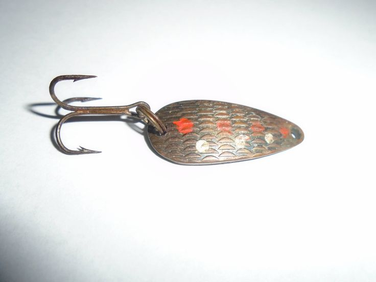 Best 25 vintage fishing lures ideas on pinterest for Fishing lure decor