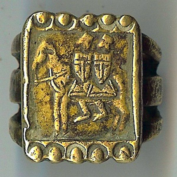 A ring with the Knights Templar symbol.