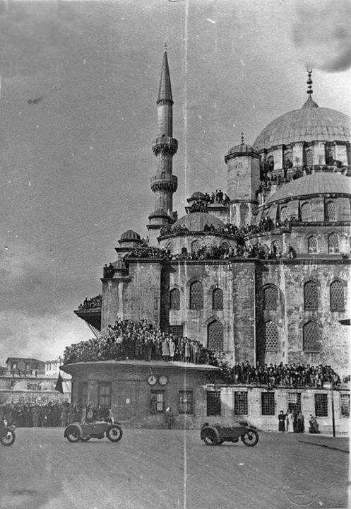 19 Kasım 1938 Atatürk'ün cenaze töreni İstanbul Eminönü Yeni valide cami geçişi.