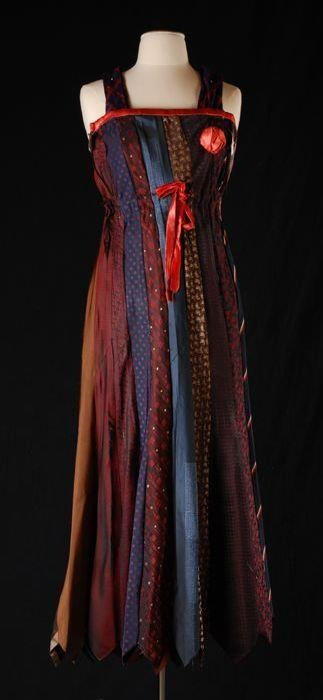 Avondjapon gemaakt van stropdassen. http://collectie.museumrotterdam.nl/objecten/79647