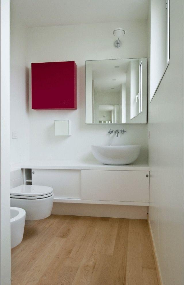 Ideen-Kleine-Bader-Holzboden-Spiegelschrank-Quadrat-Weisser