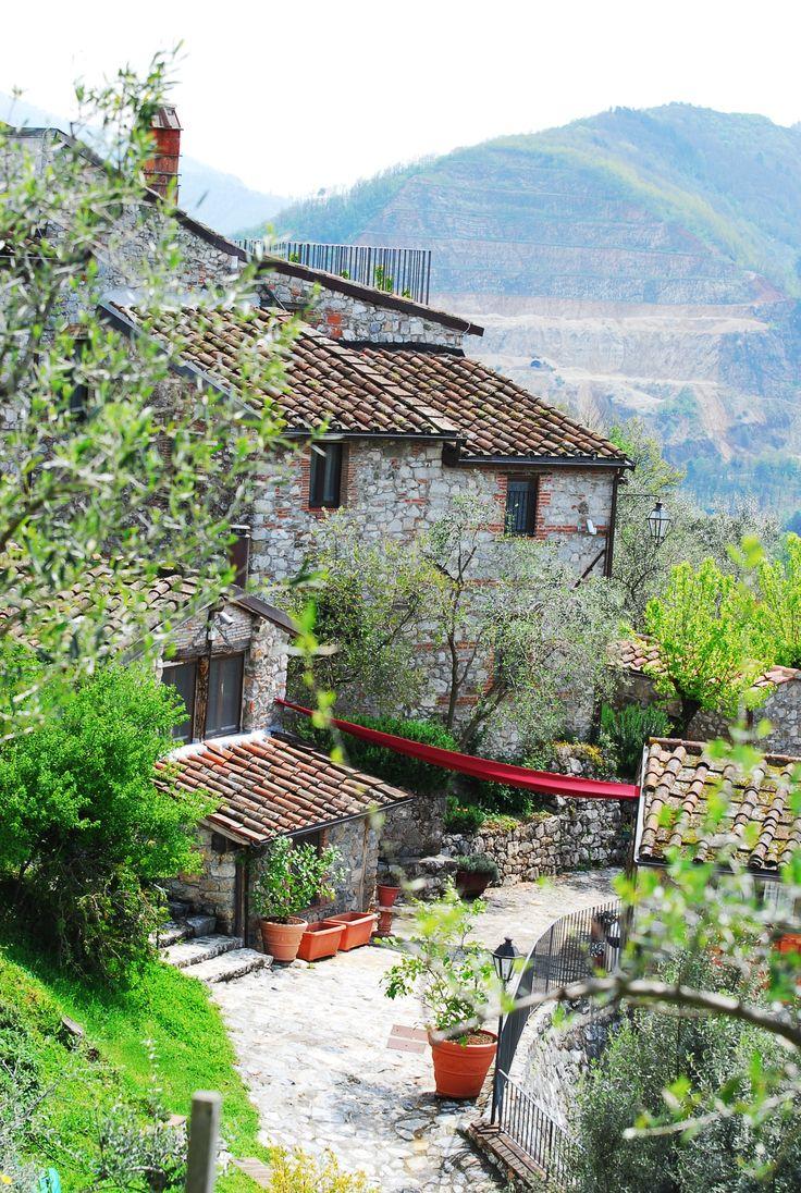 Borgo Giusto - scorcio  Solo su http://selection.corriere.it/, fino al 24 luglio.