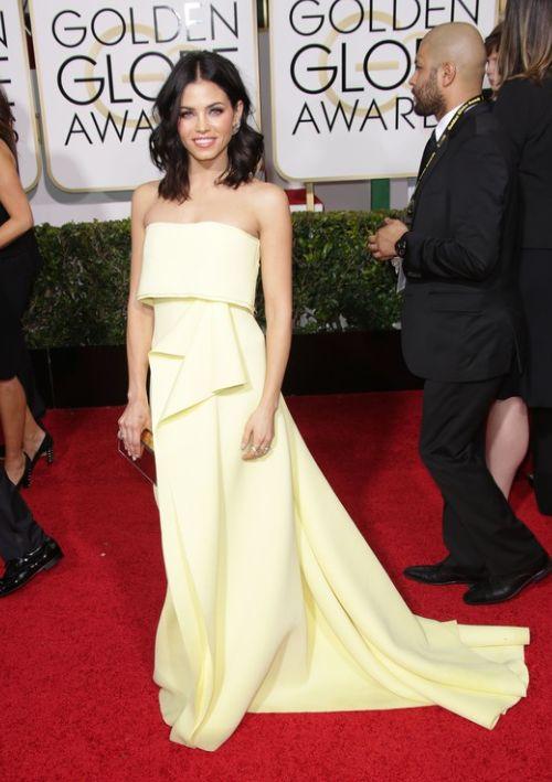 Złote Globy 2015: Jenna Dewan w sukni Carolina Herrera, fot. East News