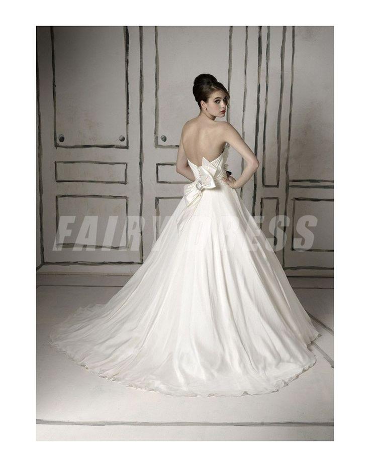 Robe de mariée décolletée en coeur en taffetas blanc ruchée