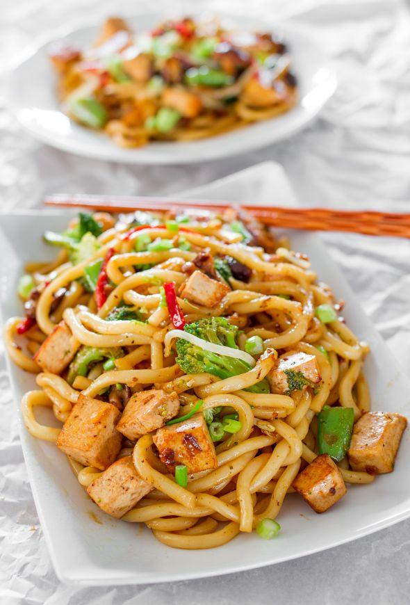 Tofu Drunken Noodles---not being a Tofu fan, I would switch it for chicken, but this looks awesome