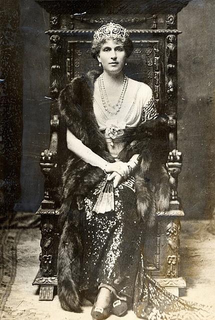 Victoria Eugenia de Battenburg, Reina de España. Nieta de la reina Victoria.