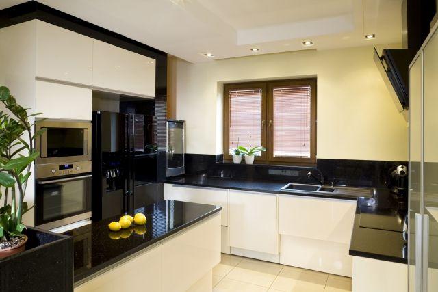 rénovation cuisine: contraste plan de travail-armoires