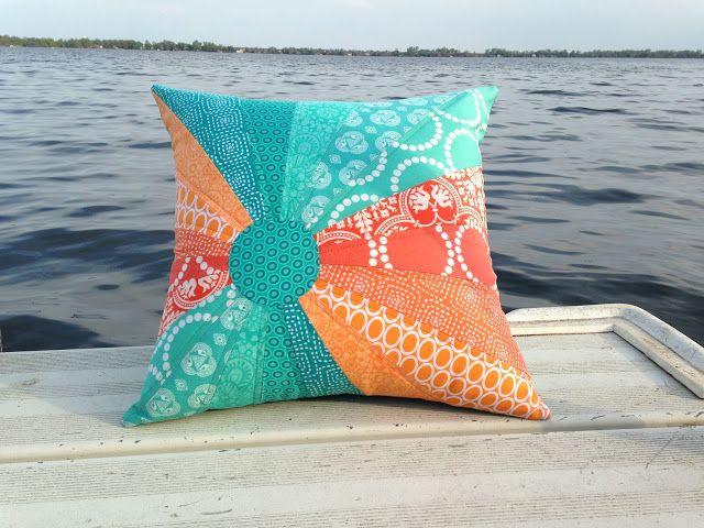 The Intrepid Thread: Cute beachy pillow design.  Tutorial follows in the next day's post.