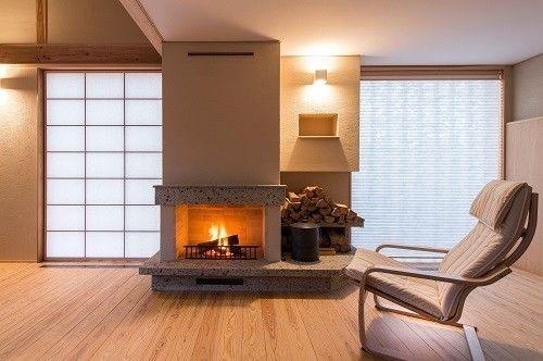 エアコンの機能性や利便性はもちろんのことですが、インテリアとしても存在感のある薪ストーブや暖炉はいかがでしょうか?揺らめく炎を見ているうちに、いつの間にか心が…