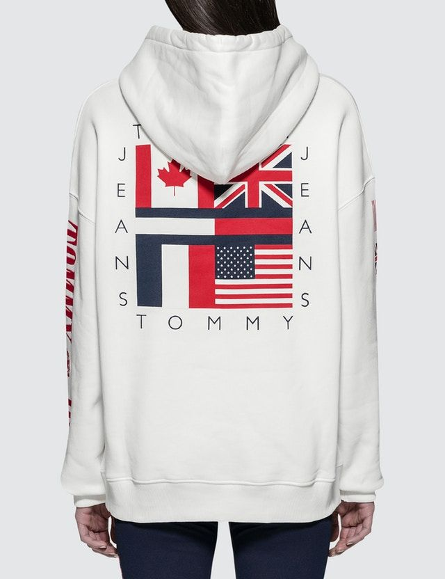3628e321a Tommy Jeans 90S CN Hoodie | Tommy Hilfiger | Tommy hilfiger, Hoodies ...