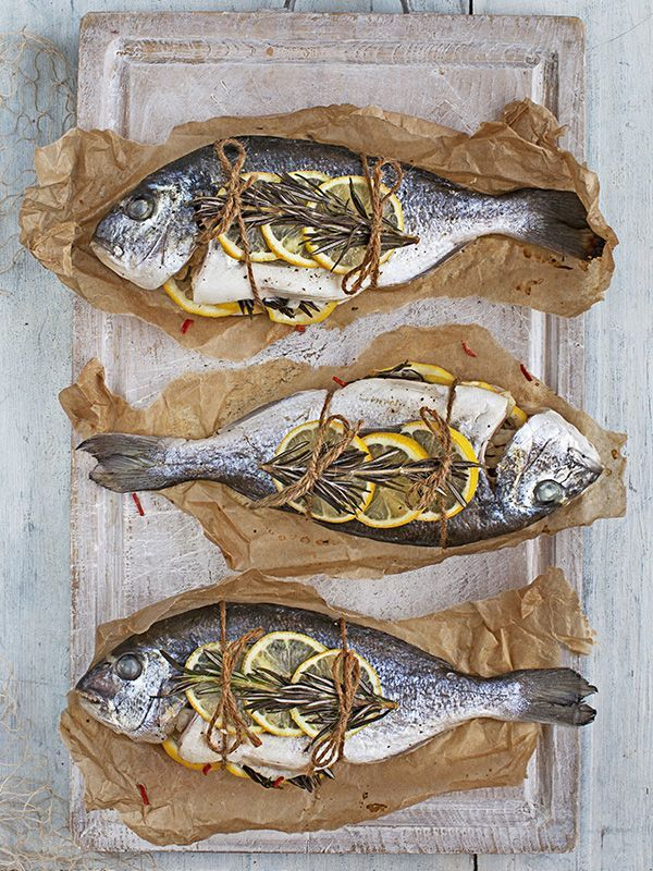 Fish can be intimidating to cook but this recipe for whole sea bream cooked en papillote is really easy and looks impressive when guests open it at the table. | https://lomejordelaweb.es/