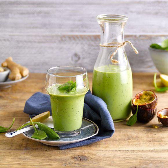 Smoothie med passionsfrukt, ingefära och banan | Recept ICA.se