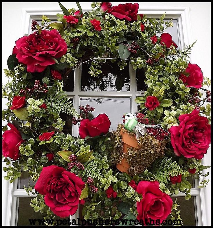 SpringChristmas Wreaths, Decor Floral, Doors Wreaths, Christmas Rose Wreaths, Floral Arrangements, Decor Doors, Spring Wreaths, Floral Wreaths, Beautiful Wreaths
