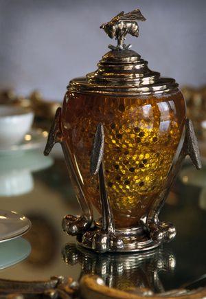 Honey Home: Queen Bee Honey Dipper - Elizabeth Staiger