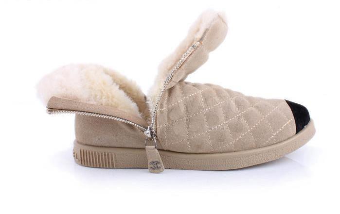 Бежевые ботинки шанель для собак