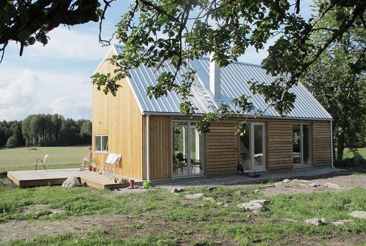 Sommarhus Harlöt, Botkyrka 2010–2011 Huset är beläget på en höjd omgiven av åkermark och kompletterar det ursprungliga torpstugan från 1700-talet med ett funktionellt fritidshus för året runt bruk. På bottenvåningen allrum kök, ett sovrum/arbets...