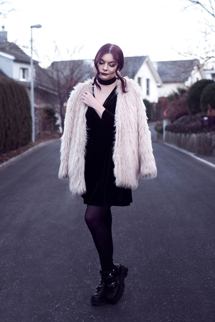 Selina Faux Fur Coat #1 | Picture taken with self timer for one of my outfit posts | Moonlight Bohemian