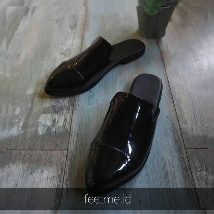 . . .  Size : 26 - 42  Preorder 7-14 hari kerja  No Custom Request  Contact at bio Feel free to ask   #feetme #sandals #sendalmurah #sendalcewek #sendalunisex #sendalanak #sandals #fashionpeople #ootd #2018 #cewekhits #jualsepatusendal #customsandal #lagiviral #sendallukis #bandung #jakarta #sloup #surakarta #dailylook #instagood #mules #jualsendal #kadounik #trustedseller #jualsepatu #preorder #footwear #specialrequest #sendallucu