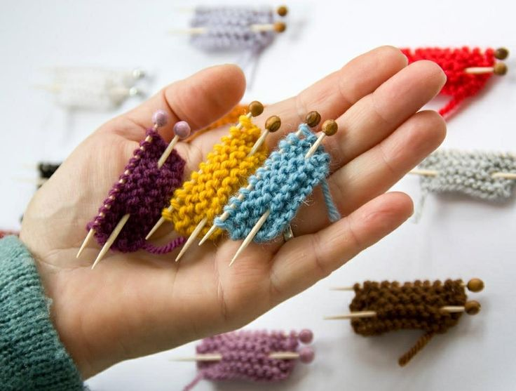 Cute knitted brooches