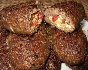 Μπιφτέκια γεμιστά με φέτα,πιπεριά και ντομάτα