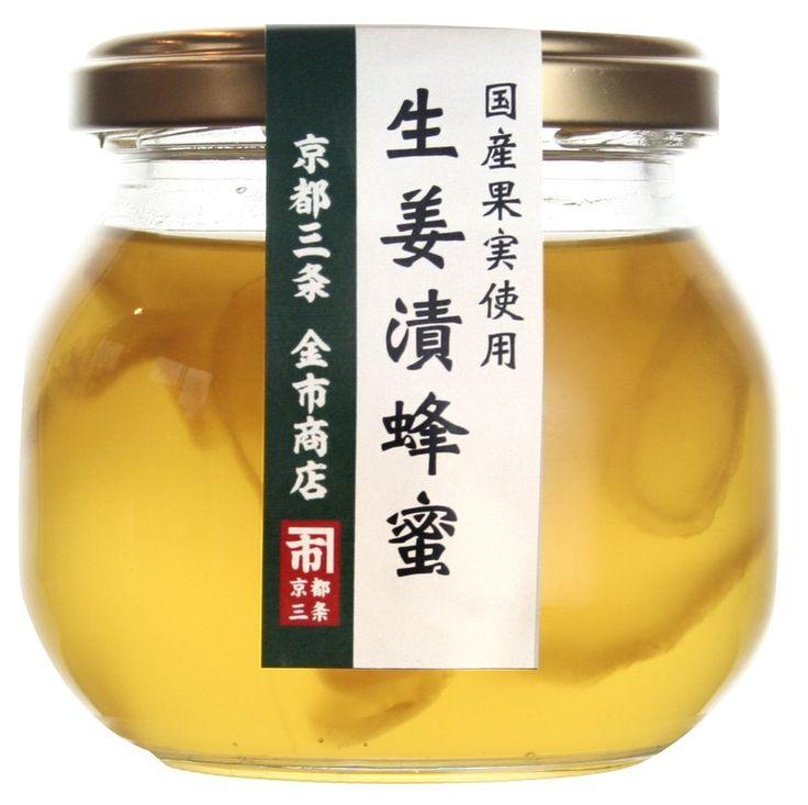 養生食補必備 連小朋友都愛吃  一開瓶,薑的辛香味撲鼻而出,日本產的生薑一片片浸在蜂蜜中,味道柔和不嗆辣,可直接沖泡溫開水飲用,或加入紅茶中,製作精力湯或備製熟食料理時添加,可增添風味。  成分:蜂蜜、生薑、生薑汁 重量:220公克 / 瓶 保存期限:1年 保存方式:開封後,請存放於冰箱,並儘早食用...
