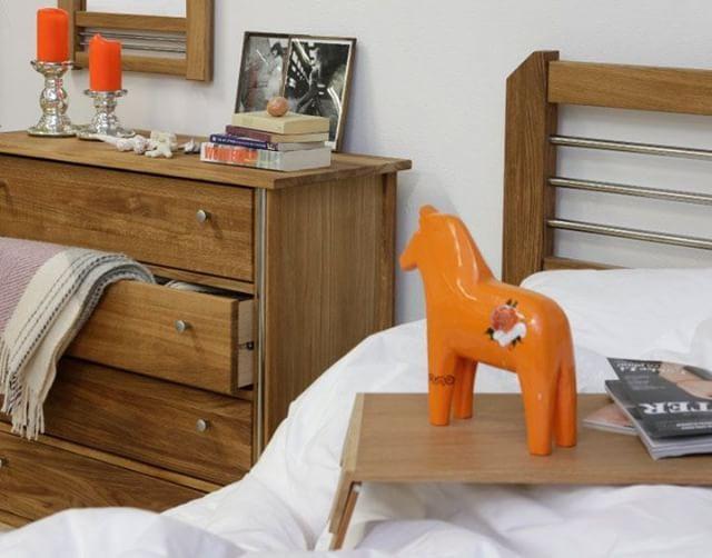 Inredning i trä kan vara så fint i sovrummet och övriga hemmet. Trä ger en varm hemtrevlig känsla!   #inredningsinspo #inredning #inredningsdetaljer #hem #heminredning #skönahem #nordiskahem #nordichome #nordicdesign #sovrum #inreda #bedroomdecor #bedroom #interiors #interiordesign #interior #interiör #scandinaviandesign #scandinavianhome #nordicinspiration #design #interiorstyling #interiorstyle #home #inredningsdesign #wood #woodinterior #bedroom #säng