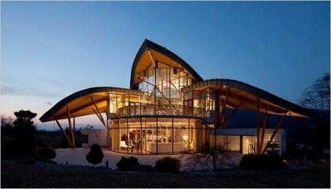 Aerodynamic Avian Architecture: 12 Bird-Inspired Buildings