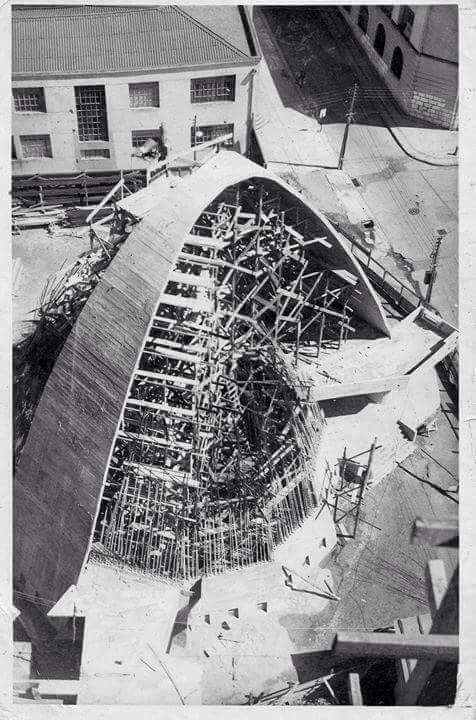Construccion iglesia frente a plaza de armas. Talcahuano 1979.