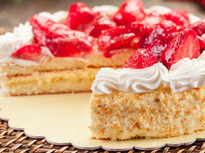 كيك الفراولة بالكورن فليكس / Strawberry Cake with Corn Flakes