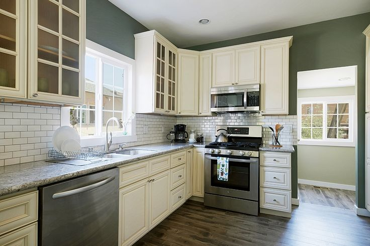 Kitchen Tile Flooring White Cabinets: Kitchen With Off-white Shaker Style Cabinets, White Subway