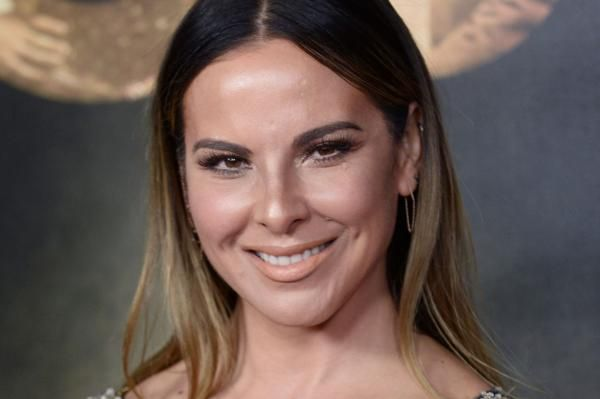 Actress Kate del Castillo and entertainer Carlos Ponce are to co-host the 2017 Billboard Latin Music Awards on April 27.