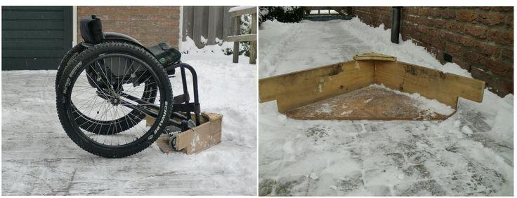 Maak je eigen rolstoel-sneeuwschuiver. Benodigdheden: 1 plaat watervast multiplex 10mm dik, driekhoek 500x500x700mm (afhankelijk van maat rolstoel, en positie voorwielen) 2 vuren planken 20mm dik ongeveer 100mm breed, 600mm lang. corne.ouburg@dwarslaesie.nl