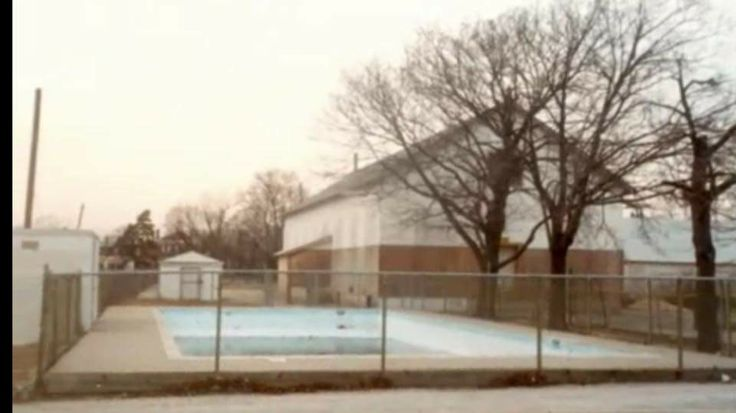 Weldon e howitt Junior High School, Farmingdale New York. I got my swimming lessons in this pool which was always cold as heck