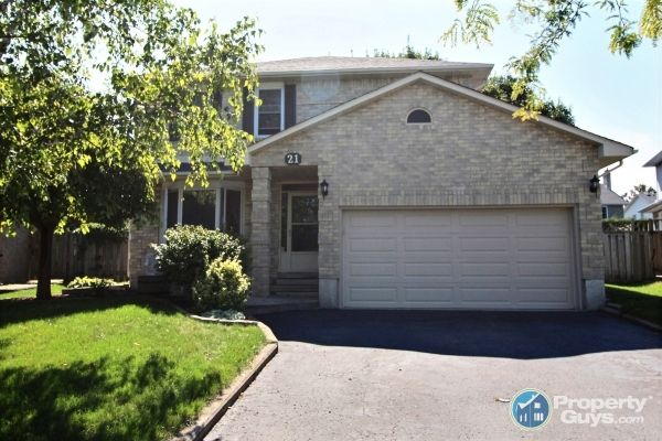 Welcome to 21 Belmont Court in Whitby, ON.  Don't miss this gorgeous 3 plus 1 bedroom, 4 bath, family home with fully finished basement in one of Whitby's most desired neighbourhoods. Quiet court location (very safe for kids) and an easy walk to popular Willow Park. Pie shaped lot with wide backyard oasis. Fenced private yard with mature trees, large deck, and garden shed. Located close to all amenities, public transit, Whitby GO, and major highways for commuters.    This beautiful ho...