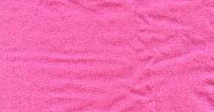 """Como fazer uma fantasia de Pantera Cor-de-Rosa. A Pantera Cor-de-Rosa é o personagem principal da série animada de mesmo nome. Ela também aparece nos créditos de abertura e encerramento dos filmes de detetive """"A Pantera Cor-de-Rosa"""". Embora as panteras sejam pretas, a criatura dos desenhos é rosa e possui orelhas e cauda rosa, com longos bigodes pretos. Se quiser criar sua própria fantasia de ..."""