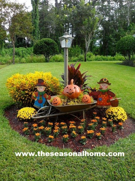 I Want To Have A Small Area Like This And Alternate The Flowers Decor For Each Holiday Fall Time Pinterest Yard