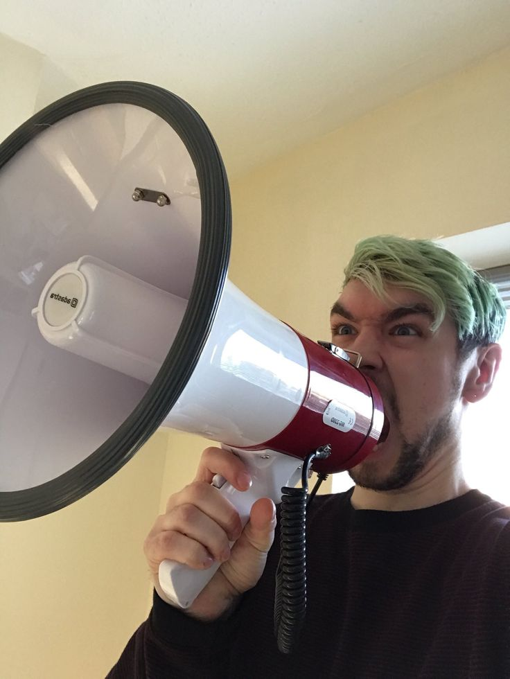 Oh god save us all never give anyone in the unholy trinity of screams a megaphone EVER