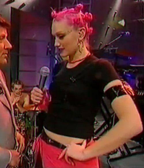 gwen stefani mid 1990s she rocked those hair knots like