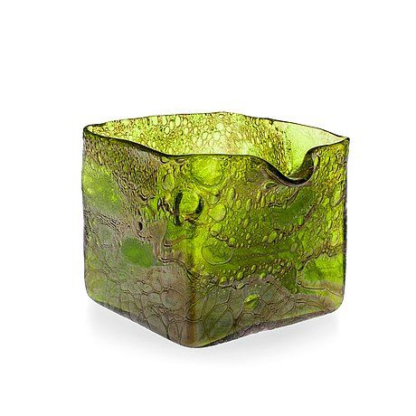 9017611 bukobject Kaj Franck glass bowl, auctioned for 2324 euros, about 3 times the estimate.