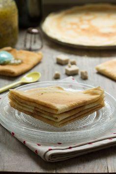 Crêpes sans oeuf ni lait! avec farine blanche, farine de mais, lait végétal ai choix(lait de coco alléger...) au choix eau et un peu d'huile ;)