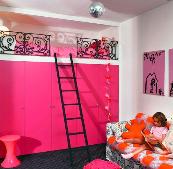 Loft beds are a great way to save space, but they can also be super interesting and stylish.Here's a roundup of loft beds in kids' rooms from The Boo and the Boy.