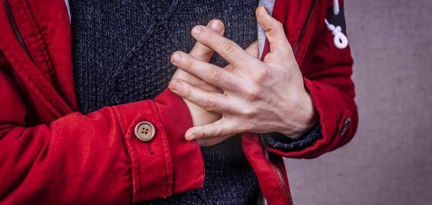 تفسير وجود ألم في الجهة اليسرى تحت الثدي في بعض الأحيان قد ينتابك الشعور بألم مفاجئ أسفل الصدر في الجهة اليسرى ومع وجود العديد من Zdorove