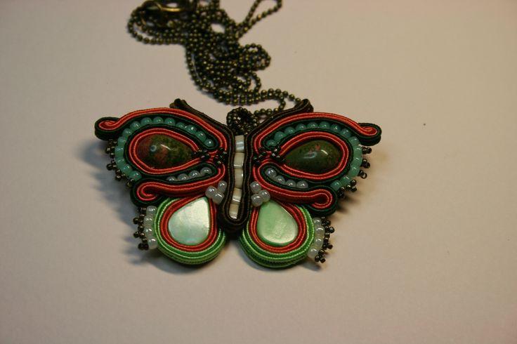 Χειροποίητο μενταγιόν πεταλούδα με σουτάζ , ουνακίτη, χάντρες toho , tila. Handmade butterfly pendant with soutache, Unakite,  beads toho, tila.