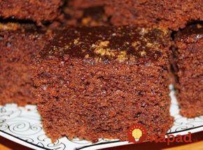 Máte chuť na niečo dobré, bez zdĺhavého pečenia a zložitej prípravy? Vyskúšajte rýchly hrnčekový koláč z voňavého čokoládového cesta.