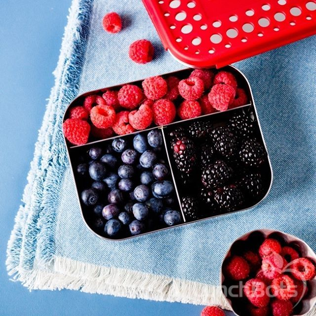 I'll have a gazillion berries with a side of berries, thanks. LunchBots 3 compartment stainless lunchbox. Pack one with your lunch and one with your snacks! Perfect for you AND the kids. Available in other colours with up to 5 compartments - click the link to check out our range. Photo credit - LunchBots
